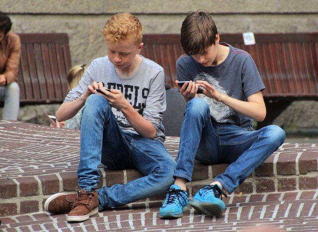 game mobile digemari remaja