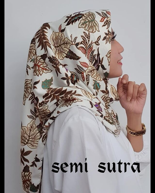 hijab segi empat batik