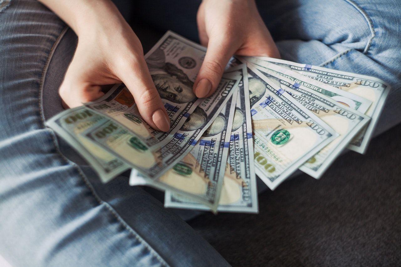 Ilustrasi bisnis menghasilkan uang